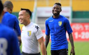 """Sang Thái Lan thi đấu, chân sút số một lịch sử V.League bị """"bỏ quên"""" trong ngày khai màn"""