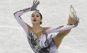 """""""Nữ hoàng sân băng"""" 15 tuổi người Nga phá kỷ lục thế giới tại Olympic mùa đông"""