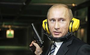 Niềm đam mê và tài bắn súng của Tổng thống Nga Vladimir Putin