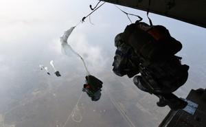 Lính dù Không quân Trung Quốc huấn luyện chiến đấu như thế nào?