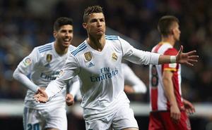 """Ghi một mạch 14 bàn thắng, Ronaldo """"phả hơi nóng"""" vào gáy Messi"""