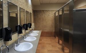 """Nếu còn cho con đi vệ sinh một mình ở nhà toilet công cộng, hãy đọc ngay cảnh báo về """"kẻ săn mồi"""" của bà mẹ này"""