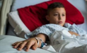 Trẻ bị cúm có thể chăm sóc tại nhà, nhưng nếu có 7 dấu hiệu này cần đưa đi viện gấp
