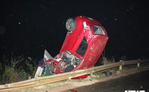 Ô tô đâm vào thanh chắn 'chổng vó' lên trời, tài xế thiệt mạng