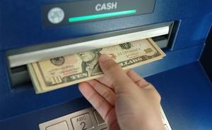 Ra ATM rút tiền, thanh niên tá hoả phát hiện có thêm hơn 700 tỷ đồng