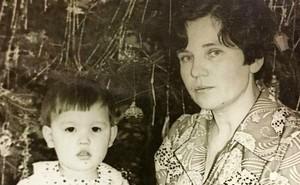 40 năm sống trong dày vò vì ngoại hình không giống cha mẹ, hai người phụ nữ làm xét nghiệm ADN và nhận ra sự thật chua xót