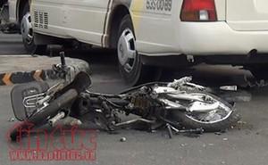 Xe khách tông 2 xe máy, 4 người bị thương