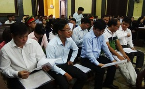 """Vụ 10 """"sếp"""" Navibank hầu tòa: Luật sư kiến nghị triệu tập chủ toạ phiên xử phúc thẩm Huyền Như"""