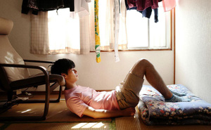 Cuộc sống của những người giam mình trong nhà cả chục năm, bế tắc vì kì vọng của gia đình