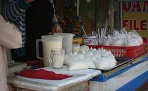 Nguy cơ ngộ độc từ sữa đậu nành trong những gánh hàng rong