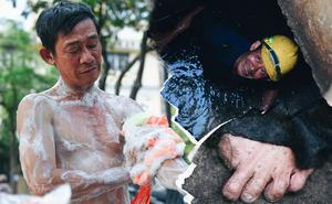 Đôi bàn chân, bàn tay không nguyên vẹn của những người làm nghề móc cống ở Sài Gòn