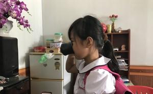 Bà nội của bé gái bị ép uống nước giẻ lau bảng: 'Cháu nói thấy ít nước trôi xuống cổ họng'