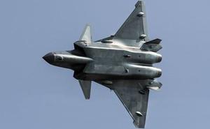 """Su-30MKI của Ấn Độ """"tóm gọn"""" tiêm kích tàng hình J-20 Trung Quốc"""