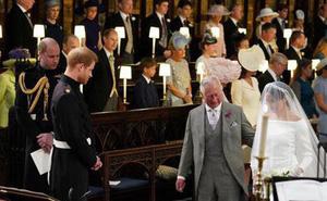 Hoàng tử Harry bất ngờ nói câu này với cha trong đám cưới, hàn gắn mối quan hệ rạn nứt sau 21 năm