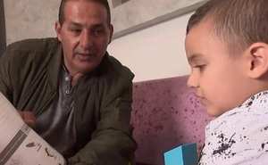 Lạ kỳ bé Israel 3 tuổi nói được tiếng Anh dù chưa được học