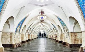 """Chùm ảnh: Ngắm nhìn vẻ đẹp nguy nga như """"cung điện dưới lòng đất"""" của các ga tàu điện ngầm ở Nga"""