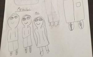 """Con vẽ tranh với chủ đề: """"Những điều quan trọng nhất với tôi"""", mẹ khá lo lắng khi thấy thứ đứng ở vị trí đầu tiên"""