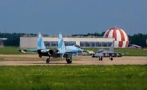 """PV Việt Nam bất ngờ: KQ Lào vứt """"quan tài bay"""" MiG-21, nhận máy bay mới rất hiện đại"""