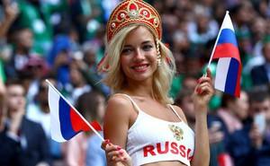 """Người đẹp phim """"nhạy cảm"""" hứa lột đồ nếu Nga vô địch World Cup"""