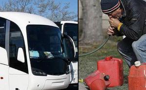 Toan hút trộm xăng, nhóm thanh niên móc nhầm ống vào bể phốt trên xe bus