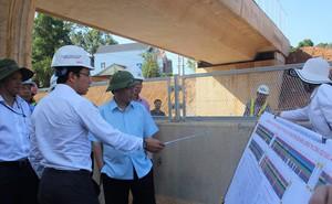 Bộ trưởng GTVT kiểm tra cao tốc Đà Nẵng - Quảng Ngãi: Bao nhiêu tiền của đổ vào mà chưa vận hành được là sao?