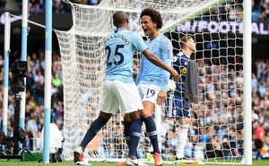 Thắp sáng sân Etihad bằng chiến thắng đậm đà, Man City sải bước dài đuổi theo Liverpool