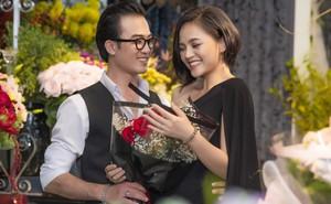 Khác hoàn toàn trên phim, Cảnh soái ca ôm hoa, thân mật ngắm nhìn My sói