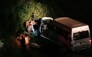 Thắp bóng đèn giải cứu 2 người tử vong kẹt trong cabin xe cứu hộ lao xuống vực
