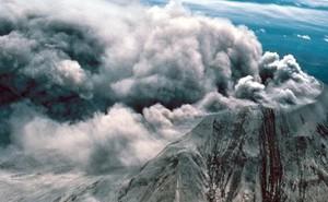 """Vết sẹo trái đất mở """"cổng địa ngục"""" dưới siêu núi lửa"""