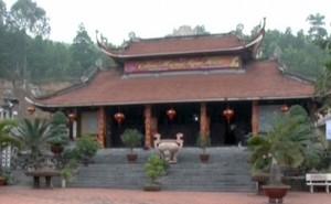 Khách Trung Quốc vào chùa, lập hòm công đức thu 200.000 đồng/người