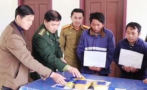 Bắt 2 người Lào đang vận chuyển 18.000 viên hồng phiến sang Việt Nam