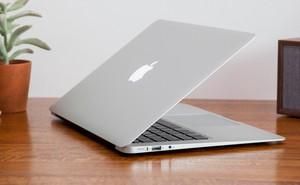 """Apple bị tố """"chém gió"""" về thời gian pin chờ trên MacBook"""