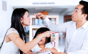 Bố mẹ thường xuyên làm việc này trước mặt con, đừng hỏi vì sao lớn lên trẻ tự ti
