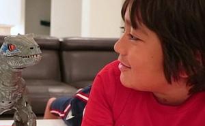 Cậu bé 7 tuổi kiếm hàng trăm tỉ mỗi năm