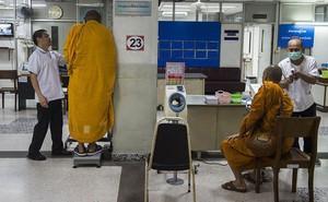 Ăn theo lối sống hiện đại, ngày càng nhiều các nhà sư Thái Lan bị béo phì