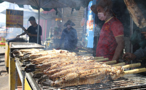 Cửa hàng ở Sài Gòn bán hàng nghìn con cá lóc nướng trong ngày vía Thần Tài