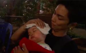 """Bế con gái ngủ ngon trên bàn nhậu, ông bố trẻ Phan Hiển quả xứng danh """"ông bố bỉm sữa"""" đảm nhất năm"""