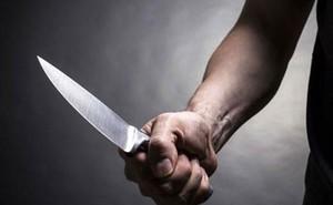 Phát hiện thanh niên lạ ở phòng ngủ của con gái 16 tuổi, người cha dùng dao đâm gục