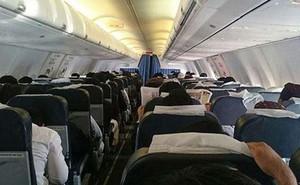 Vừa lên máy bay đã cầu nguyện tai nạn, hành khách bị trục xuất
