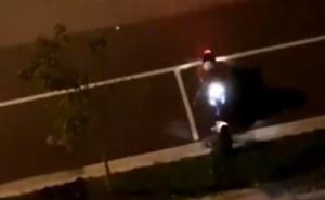 Thanh niên đâm xe vào bạn gái giữa đường vì tranh cãi nhỏ khiến dân tình bức xúc