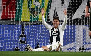 Nâng cao kỷ lục, Ronaldo vẫn phải chịu thất bại lịch sử tại Champions League