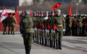 Cận cảnh binh sỹ và vũ khí Nga diễn tập duyệt binh Ngày Chiến thắng