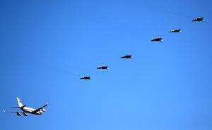 Đẳng cấp Nga là đây: 6 tiêm kích Su-57 tháp tùng TT Putin đi thị sát hệ thống vũ khí mới