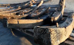 Con tàu bí ẩn hơn 130 năm tuổi bất ngờ lộ diện trên bờ biển New Jersey
