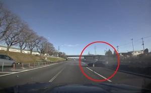 Siêu xe Ferrari gặp tai nạn kinh hoàng khi chạy đua trên cao tốc
