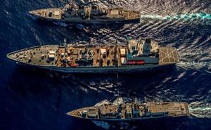 """Mỹ - Anh lần đầu tiên điều tàu chiến tập trận ở Biển Đông để """"thách thức"""" Trung Quốc"""