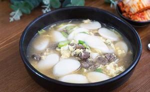 Tteok kuk - món ăn không thể thiếu dịp trong Tết của người Hàn