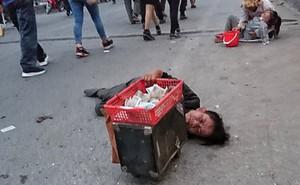 """Bò, trườn, lê lết tại chợ Viềng, """"đội quân"""" ăn xin, hát rong kiếm bộn tiền từ người dân"""