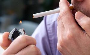 """""""Mù màu"""" vì… hút thuốc quá nhiều"""