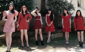 Thiếu nữ khoe ảnh nhà có 6 chị em gái, dân mạng 'lú' vì không thể phân biệt được, đã vậy họ còn cùng tên!